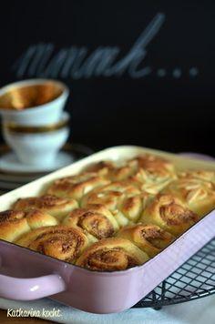 Zuckerfreie Hefeschnecken mit Pudding- und Nussfüllung auf www.katharinakocht.com