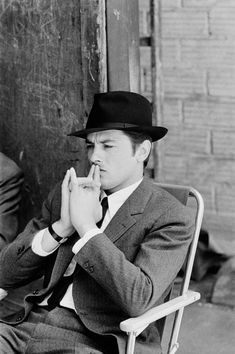 French actor Alain Delon on the set of the crime thriller film 'The Samourai' directed by Jean-Pierre Melville in France, in July 1967 . Get premium, high resolution news photos at Getty Images Old Hollywood Glamour, Golden Age Of Hollywood, Vintage Hollywood, Classic Hollywood, Alain Delon, Romy Schneider, Old Movies, Vintage Movies, French Man