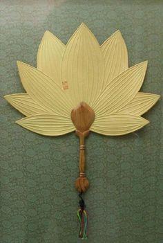 부채.(방구부채) : 네이버 블로그 Antique Fans, Vintage Fans, Hand Held Fan, Hand Fans, Geisha, Chinese Fans, Diy And Crafts, Paper Crafts, Paper Fans