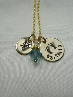 .Great idea neckless has the baby's date of birth and first letter of the name