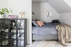 Bed alcove in an attic apartment // grey wall Gravity Home, Loft Studio, Studio Living, Tiny Apartments, London House, Attic Apartment, Compact Living, Closet Bedroom, Bedroom Small