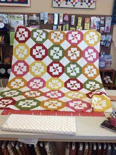 Love this disappearing pinwheel by  Sherry - @ModaFabrics    Facebook link https://www.facebook.com/pages/Serendipity-Quilt-Shop/280805919098