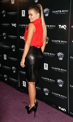 - Carmen Electra at Saints Row: The Third Sneak Peek Premiere in Los Angeles October - 6 of 7 Classic Mens Hairstyles, Oval Face Hairstyles, Shaved Hairstyles, Shaved Hair Women, Long Hair Ponytail, Elegantes Outfit, Black Leather Skirts, Sexy Skirt, Celebs