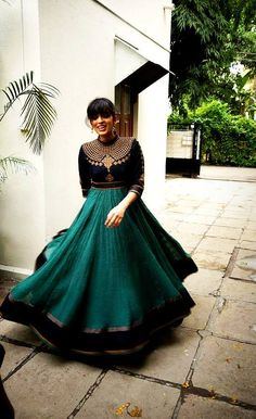 Love the texture of the green! Gorgeous anarkali!