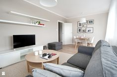Salon styl Skandynawski - zdjęcie od re-ARCH Home Staging - Salon - Styl Skandynawski - re-ARCH Home Staging ŚCIANY: Beckers, kolor Cotton Candy na ścianie z oknem, a Vanilla Muffin na ścianie z tv.