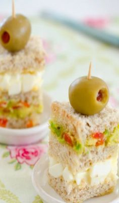 Recipe (Triple-Layered Avocado Tea Sandwich) Have little treats lined up for throughout the day, only your favorites!Have little treats lined up for throughout the day, only your favorites! Tea Party Sandwiches, Finger Sandwiches, Little Lunch, Afternoon Tea Parties, Le Diner, Tea Cakes, Cupcake Cakes, Tea Recipes, Tea Sandwich Recipes