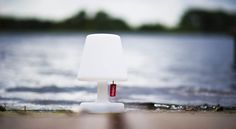 Merk: Fatboy  Model: Edison The Petit tafellamp  Uitvoering: Met 3 standen schakelaar/ met oplaadbare accu/ met LED verlichting  Prijs: € 49,-  ◦Website: http://hetdesignentrepot.wordpress.com ◦Bel+316 22999488 ◦Mail: hetdesignentrepot@hotmail.com