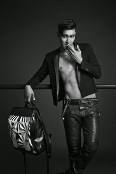 Choi Siwon to release his own designed-bag collection - Latest K-pop News - K-pop News   Daily K Pop News