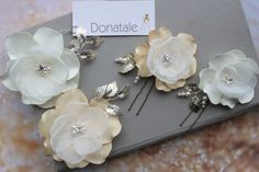 Bridal Hair Fascinators, Fascinator Hairstyles, Wedding Hair Flowers, Bridal Hair Pins, Bridesmaid Flowers, Flowers In Hair, Fabric Flowers, Champagne Hair, Paper Wall Hanging