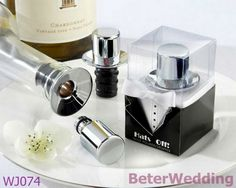 """Hats Off!"" Chrome Top Hat Wine Pourer/Bottle Stopper  BETER-WJ074     Your Unique Wedding Gifts上海倍樂禮品 http://Shanghai-Beter.Taobao.com  #weddingfavors #partyfavors #baptismsouvenirs #christening"