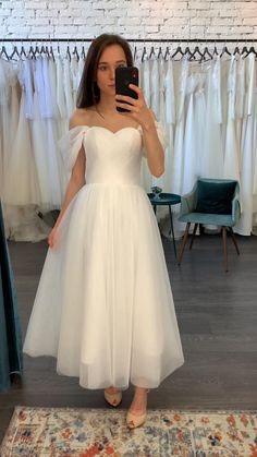 Civil Wedding Dresses, Dream Wedding Dresses, Tulle Wedding, 50s Wedding, Tea Length Wedding Dress, Wedding Dress Midi, Wedding Dresses Simple Short, Petite Bride Wedding Dress, Short Girl Wedding Dress