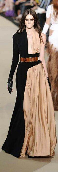 Stephane Rolland Chic, but Funky as Hell, w a HUGE dose of SEXY ! Fashion Moda, Look Fashion, Fashion Details, High Fashion, Fashion Show, Fashion Design, Winter Fashion, Stephane Rolland, Mode Chic