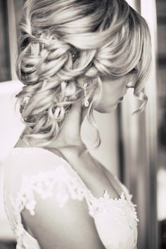 I love this beautiful hair style and dress!!!!