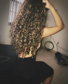 Long Curly Hair, Curly Hair Styles, Natural Hair Styles, Natural Beauty, Smile Tumblr, Hair Game, Belly Dancers, Poses, Cute Casual Outfits
