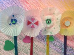 If you have leftover cupcake holders, try using them for this simple and cheap spring flower craft.