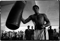 Piccsy :: Muhammad Ali Fifth Street Gym Miami 1971 Al Satterwhite 1970s Photography, Art Photography Portrait, Artistic Photography, Digital Photography, Street Photography, Gym Interior, European American, Silk Art, Muhammad Ali