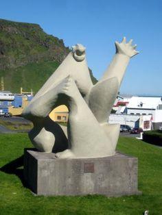 Tröllkerlingin by Ásmundur Sveinsson. located in Stakkagerðistún / Stakkó, Iceland