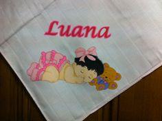 Fralda 100%co cor-de-rosa. Pintada a mão. Menina a dormir com ursinho para a bebé Luana.  #umtoquedeamorebomgosto #menina