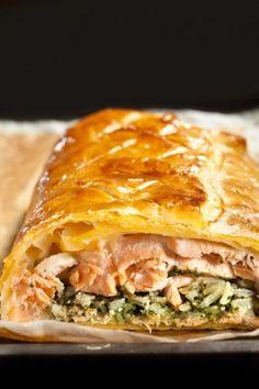 """750g vous propose la recette """"Koulibiac de saumon et épinards au Comté"""" notée 4.3/5 par 58 votants."""