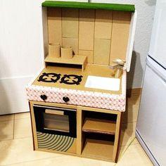 Toddler Play Kitchen, Diy Kids Kitchen, Kitchen Sets For Kids, Toy Kitchen, Cardboard Kitchen, Cardboard Box Crafts, Cardboard Toys, Baby Play House, Toy House