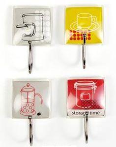 Jgo. de 4 perchas adhesivas de gran resistencia con motivos de cocina.  www.tatamba.com