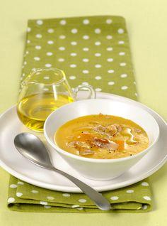 I profumi dell'autunno esaltano questa vellutata di zucca e patate con le castagne. Scopri la ricetta di Sale&Pepe.