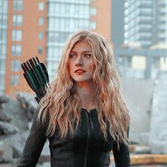 Supergirl, Dc Comics Heroes, Arrow Tv, Clary Fray, Katherine Mcnamara, Flash Arrow, Fantasy Series, Celebrity Crush, Tv Shows