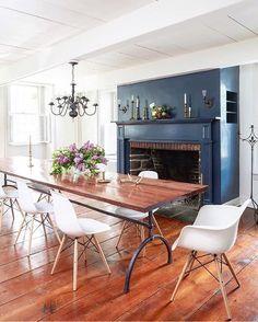❤️❤️❤️ this elegant-meets-casual dining room! Image via @zioandsons/@designsponge  #interior #interiordesign #home #house #homedesign #homedecor #interiorinspiration #interiorinspo #homeinspo #homeinspiration #diningroom #diningroominspo #diningroomdecor #casualdining #moderndining #hardwood #fireplace #paintedfireplace #notjustahouse