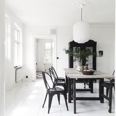 Tolix chairs and vintage table in the stunning monochrome home of Swedish stylist Jenny Hultgren / Bohemdeluxe.