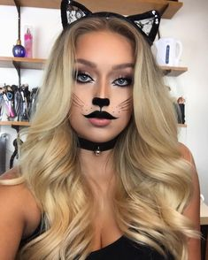 Cats are Halloween classics. We love cat makeup and could not let Halloween pass by without showing you the best designs. There is an idea for everyone! Pretty Cat Makeup Idea for Halloween 2019 Cat Halloween Makeup, Halloween Inspo, Halloween Makeup Looks, Disney Halloween, Cute Halloween, Halloween Outfits, Halloween 2019, Costume Halloween, Cat Costume Makeup