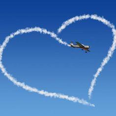 <p/><h2>SMS-Sprüche zum Valentinstag</h2><p/><p><b>Spruch 50:</b>Liebe ist Vertrauen, einander in die Augen zu schauen, miteinander zu reden und in guten und schlechten Zeiten auf Wolken zu schweben. Viele Grüße zum <b>Valentinstag</b>!</p><p/><p><b><i>No Videos, Good Morning Images, I Miss You Sayings