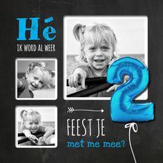 Hippe uitnodiging voor 2e verjaardag. Met een grote blauwe 2 ballon. Vervang de foto's en zet binnenin je tekst op het krijtbord.