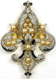 Trifari 'Alfred Philippe' Empress Eugenie Fleur de Lys Pin Clip (The Fleur de Lys is the symbol of the Bourbon family. (former kings of France, and the royal family of Spain today. Royal Jewelry, Gems Jewelry, Pearl Jewelry, Antique Jewelry, Jewelry Accessories, Vintage Jewelry, Fine Jewelry, Jewelry Design, Jewelry Making