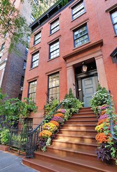 10 West 10th Street Greenwich Village, Manhattan: Originally built in 1844, this four-story Greek revival style townhouse exemplifies the elegance and refinement that is synonymous with the Gold Coast. At 26' wide, this triple mint condition house features rarely found triple exposures on all floors and has been impeccably renovated from top to bottom.