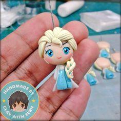 Polymer clay Elsa by fern Polymer Clay Princess, Polymer Clay Disney, Polymer Clay Figures, Cute Polymer Clay, Cute Clay, Polymer Clay Dolls, Polymer Clay Projects, Polymer Clay Charms, Polymer Clay Creations