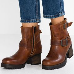 Fashion Winter/Autumn Belt Buckle Women's Boots – shoe boots,boots work,boots cowgirl,knee high boots,boots fall,boots fall ankle,boots fall 2019,boots outfits fall  #winterboots #howtowearboots #ankleboots #bootsforwomen #bootsfashion #bootsheels #bootsoutfits #streetstyle #streetvova