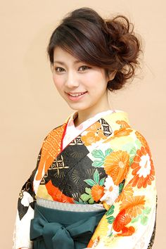 Japanese hairstyle for women in Kimono Japanese Haircut, Japanese Hairstyles, Fancy Hairstyles, Wedding Hairstyles, Japanese Hairstyle Traditional, Japanese Outfits, Hair Dos, Prom Hair, Bridal Hair