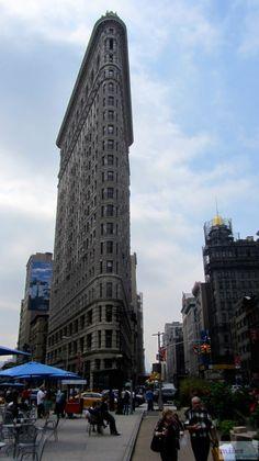 Flatiron Building - Check more at https://www.miles-around.de/nordamerika/usa/new-york/new-york-city-manhattan-midtown/,  #EmpireStateBuilding #FlatironBuilding #Geocaching #GrandCentralStation #HighLine #Hotel #HudsonRiver #LowerManhattan #Manhattan #NationalLibrary #NewYork #NewYorkCity #NYC #Reisebericht #RockefellerCenter #TimesSquare #TopoftheRocks #USA
