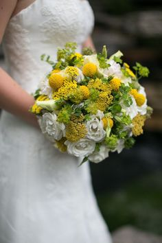 wedding-bouquets.jpg 554×831 pixels  What it would look like with billy buttons