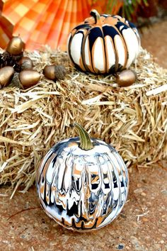Drip Painting No Carve Pumpkin DIY for Halloween - Endless creativity and gorgeous! Up Halloween, Halloween Projects, Halloween Season, Diy Halloween Decorations, Halloween Pumpkins, Pumpkin Decorations, Fiesta Decorations, Diy Projects, Outdoor Decorations