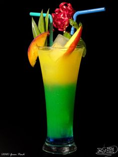 Green Peach Jul 2015 Koskenkorva Peach liqueur Curacao Blue Orange juice Lemon juice Sprite Ice Put ice in a glass, pour curacao, carefully add the . Cocktails, Party Drinks, Cocktail Drinks, Cocktail Recipes, Alcoholic Drinks, Beverages, Mixed Drinks Alcohol, Alcohol Drink Recipes, Peach Smoothie Recipes