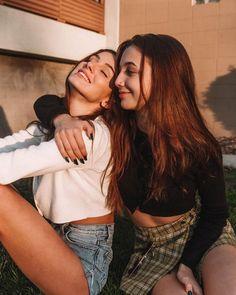 Emma Chamberlain - - New Ideas Cute Friend Pictures, Friend Photos, Cute Photos, Friend Picture Poses, Cute Bestfriend Pictures, Cute Friend Poses, Poses With Friends, Cute Instagram Pictures, Best Friends Shoot