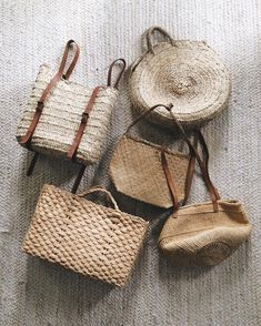 Straw bags via Amanda Nolan Booker ( Look Fashion, Fashion Bags, Classy Fashion, French Fashion, Ladies Fashion, Hijab Fashion, Diy Fashion, Spring Fashion, Winter Fashion