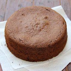Gâteau au chocolat express au micro-ondes – Ingrédients de la recette : 150 g de chocolat pâtissier , 100 g de sucre, 80 g de beurre, 3 oeufs , 60 g de farine