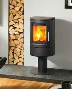 The Varde Aura 11 is the pedestal version of the Aura range of stoves and also is the tallest in the range standing an impressive 1100mm high.