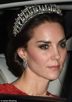 dazzling diamond and pearl Cambridge Lover's Knot tiara has been passed down the royal generations, from Queen Mary, to Queen Elizabeth, Princess Diana and to the Duchess of Cambridge, who wore it for a Buckingham Palace reception on Thursday night Style Kate Middleton, Pippa Middleton, Royal Tiaras, Royal Jewels, Prince William And Catherine, William Kate, Princesa Diana, Lady Diana, Estilo Fashion