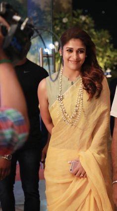 Nayanthara latest beautiful & hot HD stills in saree Sari Blouse Designs, Saree Blouse Patterns, Choli Designs, Sari Bluse, Indische Sarees, Stylish Blouse Design, Simple Sarees, Saree Trends, Stylish Sarees