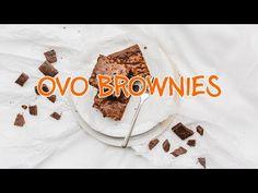 """Als ob ein Brownie nicht schon genug fein wäre, packen wir bei diesem Rezept noch Ovomaltine Schokolade dazu. Aber die dunkle Version, gegen das schlechte Gewissen. Schon gewusst? Die Amerikaner nennen dieses Ovo Rezept """"Chuck Norries der Brownies"""". True Story. Das Ovo Brownie kann nämlich alles. Brownies, Mousse, Dessert Recipes, Desserts, Nutella, Quiche, Sweet Tooth, The Creator, Food And Drink"""