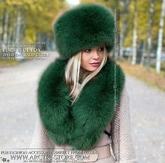 Details about Emerald Green winter hat & collar. Premium quality brand fox fur accessories – Most Beautiful Fur Models Green Fur, Green Hats, Russian Hat, Russian Fashion, Fur Fashion, Winter Fashion, Look 2018, Fur Clothing, Woman Clothing