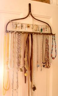 I love the use of the old garden rack to  hold jewerly. Great Idea